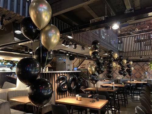 Tafeldecoratie 7ballonnen Cafe in the City Rotterdam