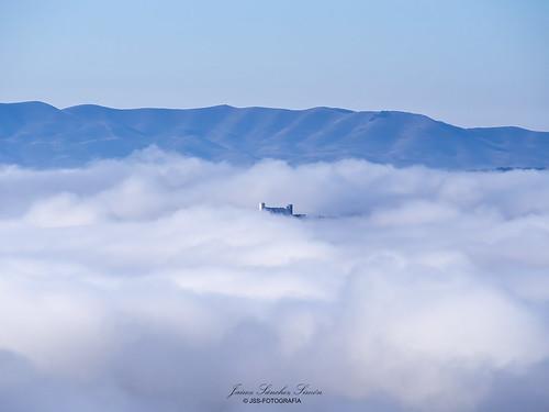 Castillo entre las nubes.