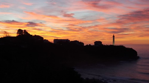Soir d'hiver vers le phare de Biarritz.