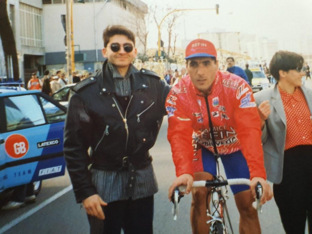 Settimana Internazionale - Giro di Sardegna 1996 tappa 2 - il vincitore D. Abdoujaparov con il sig Maurizio (grazie per la foto)