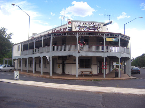00303 (1058) 15-02-2006 Central Hotel at junction of Grevillea Avenue and Rye Street, Eugowra, N.S.W. Australia.