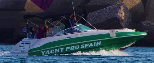 Speedboat into Harbour