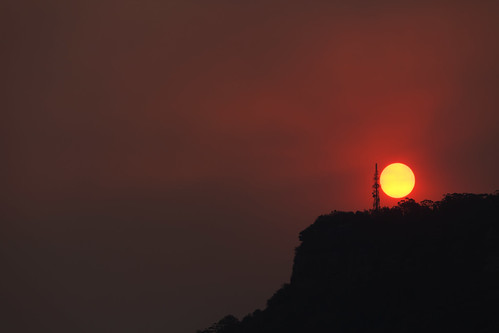 Red sun over Mount Ousley