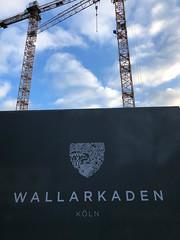 Zwei Kräne auf der Baustelle der Wallarkaden am Rudolfplatz in Köln
