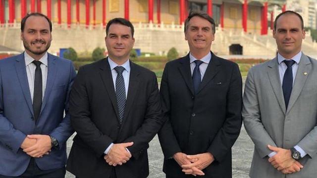 """São todos """"pequenos ladrões"""": bolsonaros, seus agregados e elites nativas tradicionais. - Créditos: Foto: Flickr Família Bolsonaro"""