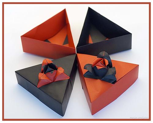 Origami Triangle Box with Rose Motif (Tomoko Fuse)