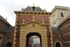 Poort naar het Binnenhof in Den Haag (136FJAKA_3242)