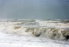1991-274700-14 - Branding met hoge golven