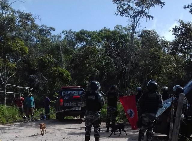 """De acordo o MST, a PM ameaçou """"as famílias e impedindo de retirarem seus pertences das moradias"""" - Créditos: Foto: Comunicação MST"""