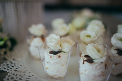 Cookies inside a glass with roses made of cream