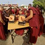 2019- Eclipse con la comunidad tibetana en exilio, asentamiento Doeluging, sur India
