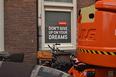 Inspirational message at the window of the Stayokay Hostel in The Hague (136FJAKA_3257)