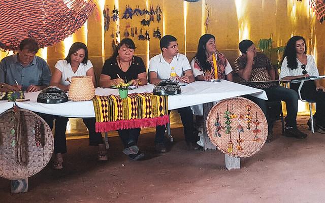 Deputados federais e representantes de órgãos do Judiciário e de organizações da sociedade civil receberam as denúncias dos indígenas - Créditos: Yndara Vasques