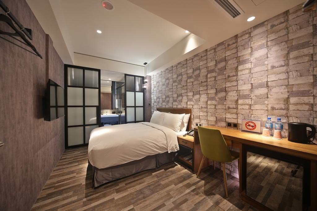 Micro Hotel 2
