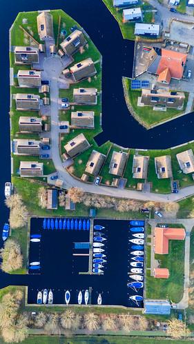 Hochformat: Ferienhäuser in Goingarijp, Niederlande in der Vogelperspektive