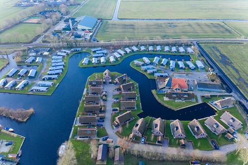 Luftaufnahme von Roompot Ferienpark Water Village in Terkaple, Niederlande