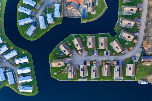 Ferienhäuser auf einer Halbinsel in Goingarijp, Niederlande aus der Luft fotografiert