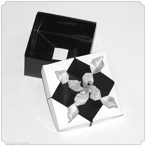Origami Rose Decoration Box (Akiko Yamanashi)