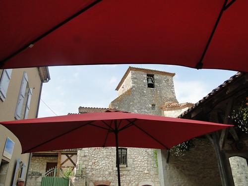 Lot-et-Garonne. Pujols. Une autre vue du clocher de l'église Saint-Nicolas