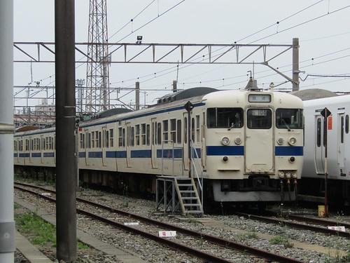 JR Kyushu 411-104 in berth at Mojiko