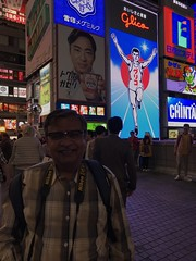 A selfie by the famous Glico running man glow sign