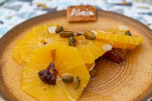 02-Salade d'oranges et de dattes confites aux pistaches et amandes  grillées