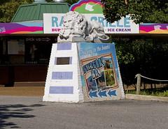 Memphis Zoo 08-29-2019 - Statue 1