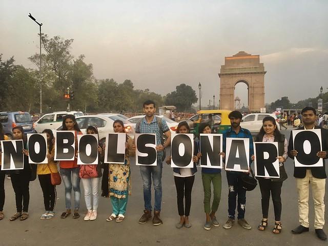 Manifestantes contra a presença de Bolsonaro como líder convidado pelo governo indiano para a comemoração do Dia da República - Créditos: Bhavreen Kandhari/Twitter