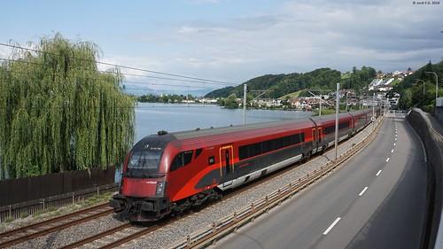 ÖBB Railjet Express in Bäch (CH-SZ)