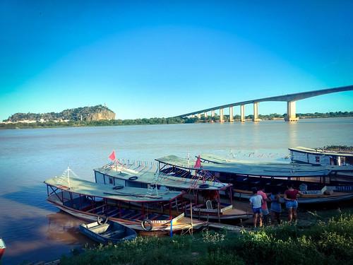 Capital Baiana da Fé, Bom Jesus da Lapa, Bahia, Brasil  Visão do Rio São Francisco, ponte e o Santuário da Lapa.