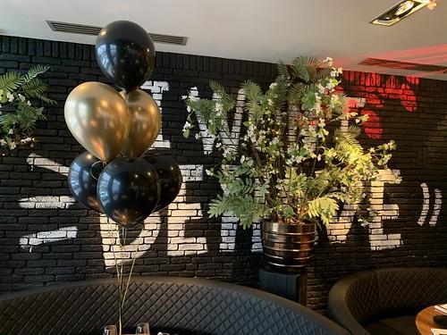 Tafeldecoratie 6ballonnen The Oysterclub Rotterdam