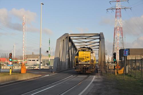 Lineas 7852+7767 Antwerpen Melselebrug