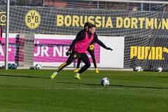 BVB Abwehrspieler Lukasz Piszczek am Ball