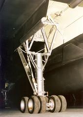 Dayton B-58A Main landing gear leg, tires, wheels  03_13_32 2