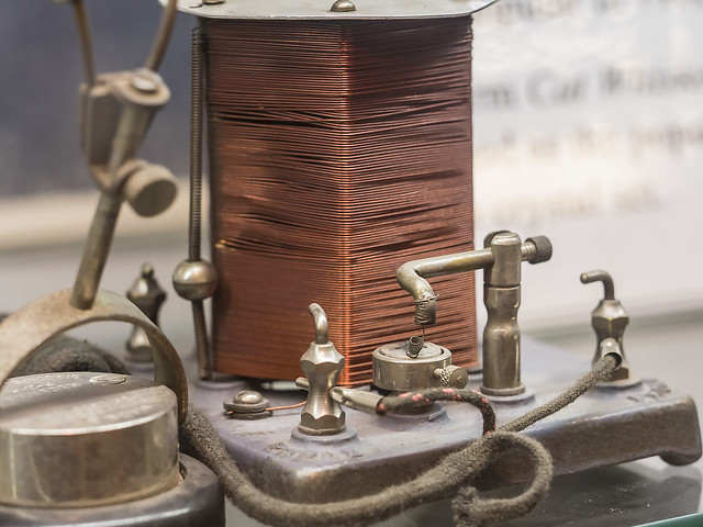 Photo:VOA Tour: An early crystal radio with