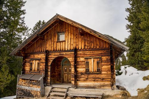Jagdhütte am Wanderweg auf die Schafalm