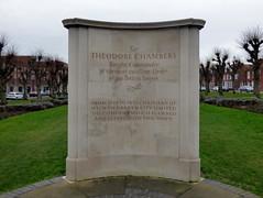 GOC Welwyn Garden City 005: Memorial to Sir Theodore Chambers