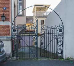 Petit portail en fer forgé