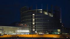 Parlement européen à la nuit tombée