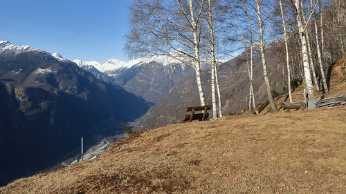 La Valle Maggia dall'Alpe Arnau. Canton Ticino, Svizzera