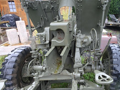 Houplines Canon de la Seconde Guerre mondiale.-  US-made WWII 57mm anti-tank gun M1
