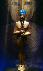 King Tut in a blue wig