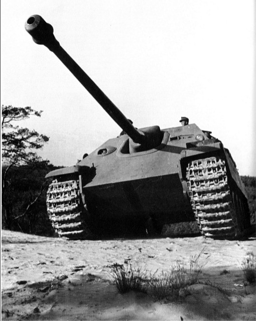derpanzergraf: Jagdpanzer V Jagdpanther and its well sloped armour and powerful gun
