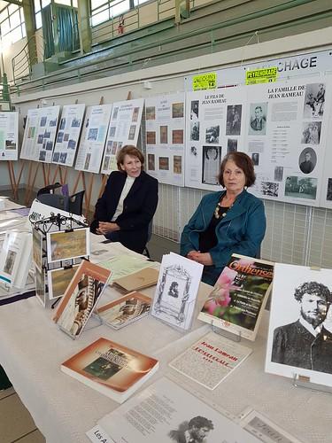 Des livres et nous, Peyrehorade, Landes, manifestation organisée par le Centre Culturel du Pays d'Orthe. Les Amis de Jean Rameau, ici la présidente et .. moi.