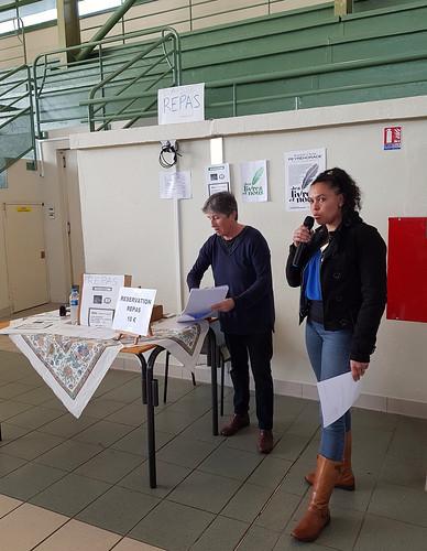 Des livres et nous, Peyrehorade, Landes, manifestation organisée par le Centre Culturel du Pays d'Orthe. Remise des prix, ici Maud Venancio