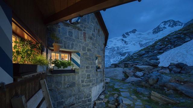 Professionell erfasst: Abendstimmung an der Coazhütte in der Bernina. Foto: Bernd Ritschel.