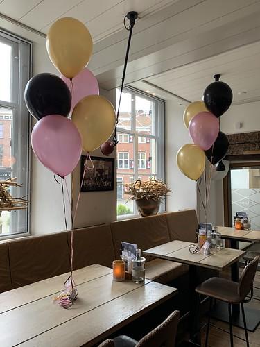 Tafeldecoratie 5ballonnen Brasserie het Stadhuis Schiedam