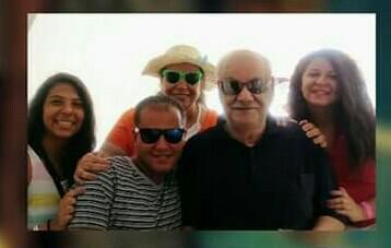 صورة لأستاذ ألبير مع أسرته مع بنته مريم و ابنه ماجد و احفاده كيرلس ماجد المهندس و نيللي جورج
