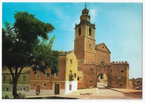 Tarancón (Cuenca) : arco de la Malena e iglesia parroquial