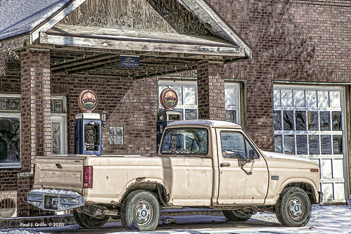 Filling up the Old Ford!      ...HTT!